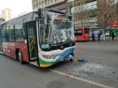 公交追尾14名乘客受伤 司机:开车睡着了
