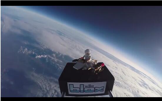 当中国孩子在玩手机的时候 外国孩子却在探索太空