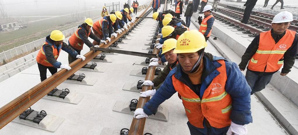 济青高铁高速段双线铺通