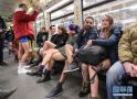 不穿裤子搭地铁!