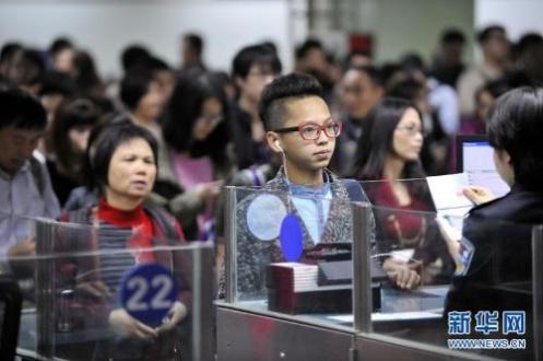 公安部推出8項出入境便利措施 包括免費照相等