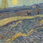 田野里犁地的农夫