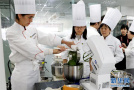 学中国料理的法国姑娘