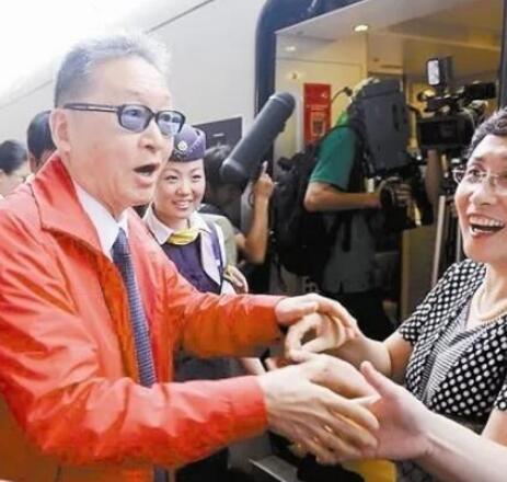 李敖携妻儿游杭州