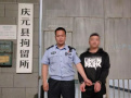 浙江庆元:一男子用自拍杆架设手机偷拍女街坊洗澡被行拘
