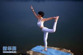 贝克汉姆前私教分享独家放松秘笈:办公室瑜伽
