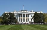 """白宫发言人外出就餐被""""劝离"""" 餐厅回应:不后悔"""