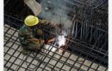 一个夏天要补上千个坑洞,公路养护工:与170℃沥青相伴一夏