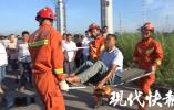 两车路口相撞5人受伤,市民呼吁:快装信号灯