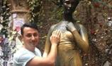 意大利朱丽叶铜像被袭胸