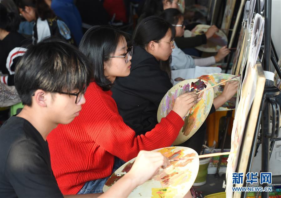 """""""百校联考""""美术专业高考模拟考试在江苏省部分城市举行"""