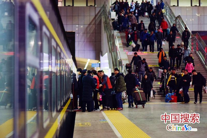 郑州局迎来节前铁路客流高峰 将增开上海等方向列车
