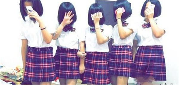 网友晒出泉州外国语中学校服(网络图)图片
