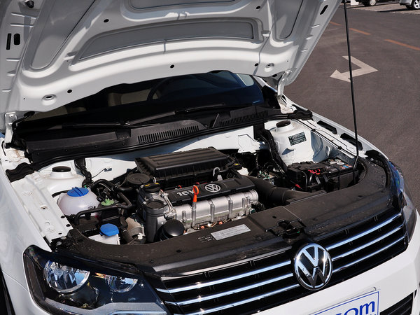 一汽-大众  1.6L 自动 发动机主体特写