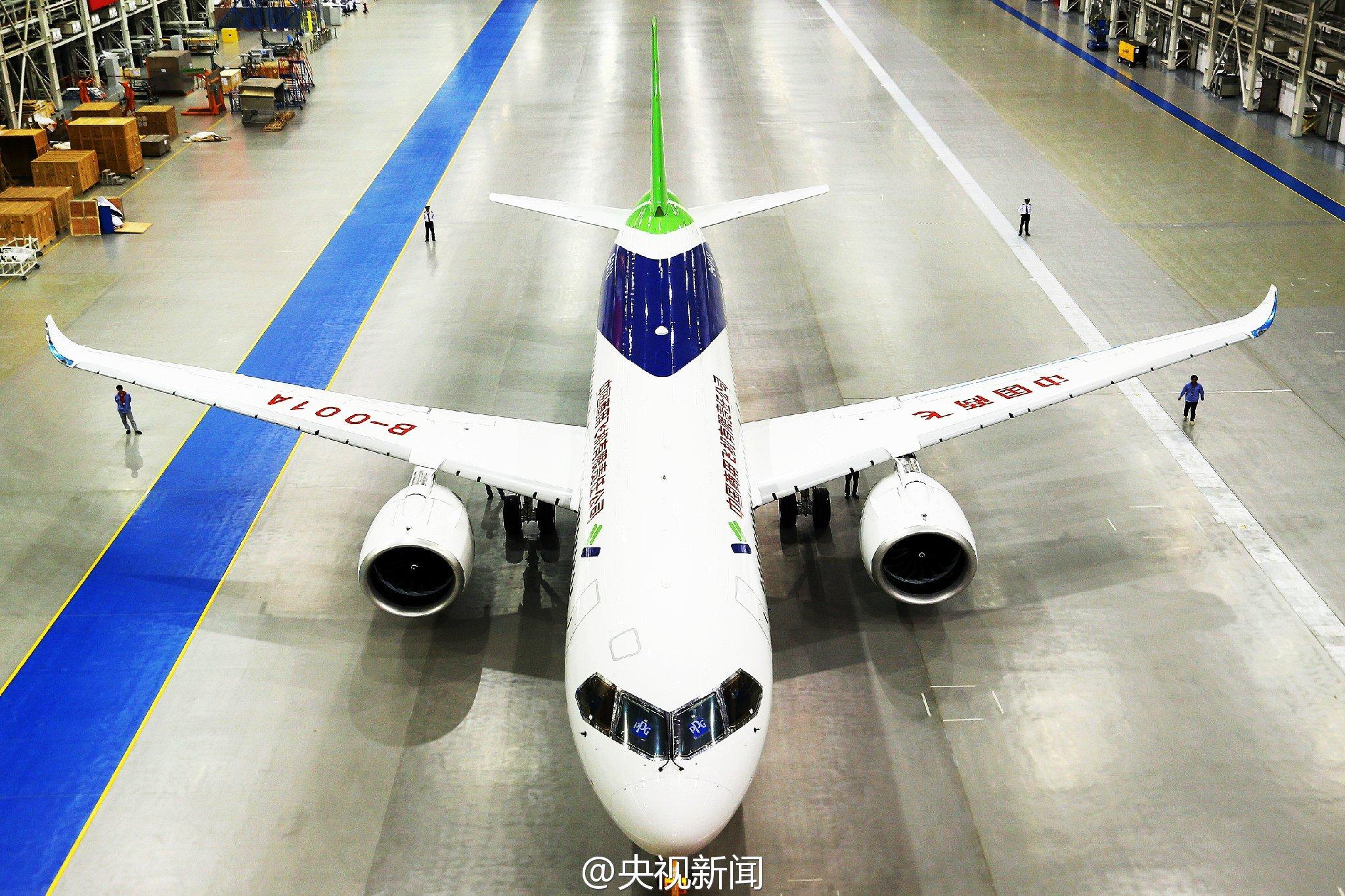 国产大飞机C919露出真容 国内7家公司已订购135架