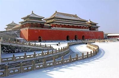 整个大殿,散热面积大,热量均匀,没有烟灰污染,多用于生活起居的宫殿.图片