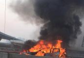 郑州西三环化工路一辆私家车自燃 车辆被大火吞噬