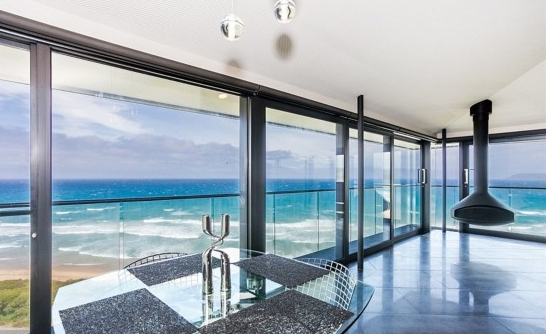 全球最美:懸崖上瞰海的房子