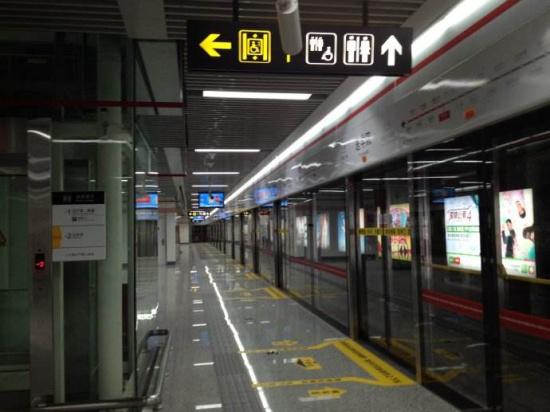 地铁 郑州/核心提示:郑州地铁1号线二期、城郊铁路一期已经开通试运营,...