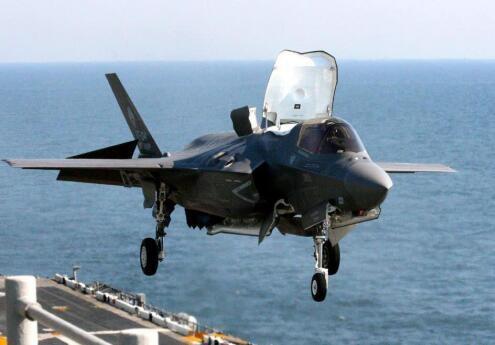 图:垂直起降的美国F35B战斗机