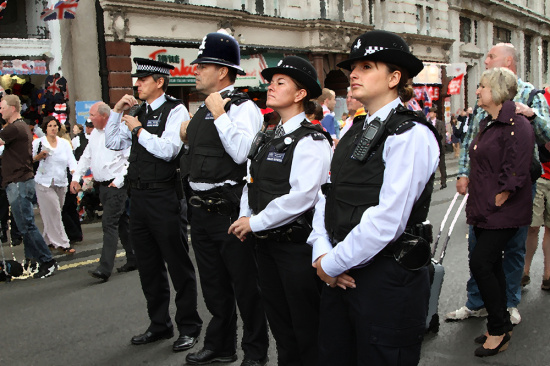 """南海/核心提示:自2014年8月英国将恐袭威胁等级调高到第二高等级""""..."""