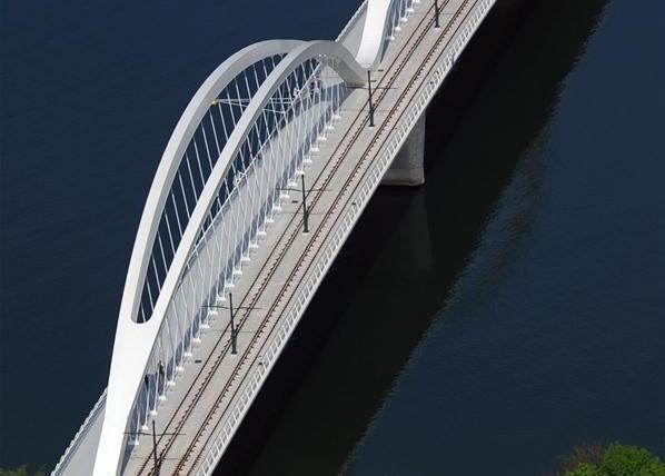 法国斯特拉斯堡空中航拍莱茵河上一座新建大桥