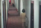 情侣吸毒致幻酒店内裸奔:以为房门是镜子对着化妆
