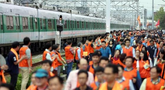 韩国铁路地铁时隔22年再次联合罢工