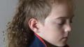有爱!澳大利亚小男孩为慈善事业蓄起长发