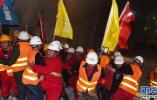 中国川藏铁路首座超长、高温隧道贯通
