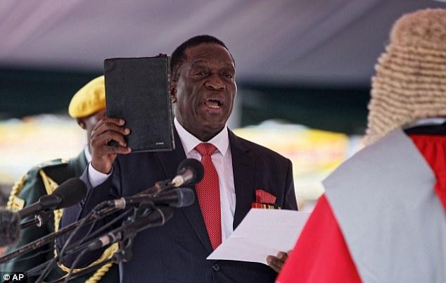 2017年11月24日,姆南加古瓦宣誓就任津巴布韦总统。(图片来源:《每日邮报》)