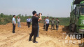 郑州邙岭一林区深夜倾倒四五百车渣土 6亩林地遭填埋