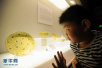 3岁娃捧碗摔跤划破肚皮肠子流出 专家推荐塑料碗筷