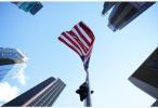 麦凯恩去世引发降半旗风波 都谁有资格让美国降半旗?