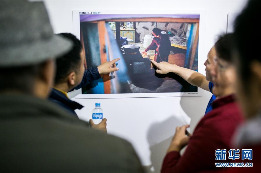 """""""今日蒙古国""""国际摄影采风活动作品展在乌兰巴托举行"""