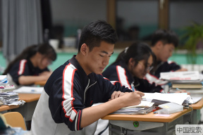 倒計時一週!北京高三學子挑燈夜讀備戰高考