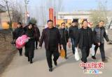 杨东亚到鲁山县后城村开展节前送温暖活动