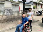 平顶山石龙区:轮椅送到贫困户 关爱送到心坎上