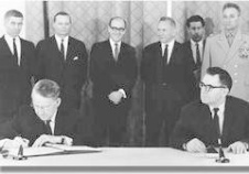 1963年苏美英签署《禁止核试验条约》