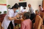 河南太康:下乡义诊为特困老人免费检查眼疾、糖尿病