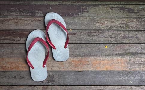 老人买拖鞋 老人买拖鞋要注意什么 老人买什么拖鞋好