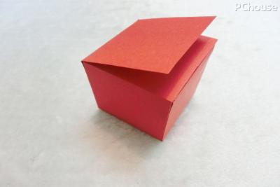 正方体纸盒已形成