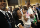 华裔的美利坚入籍仪式 场面有些不一样