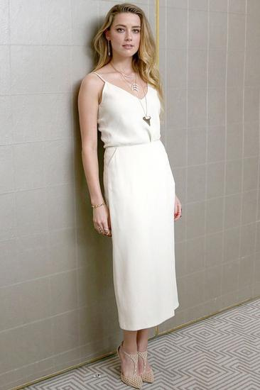 s朱莉告诉你小白裙到底有多惊艳!