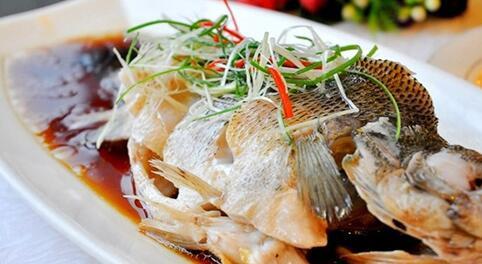 海产鱼_去年有报道称,苏眉鱼是南京羊皮巷菜市场里最名贵的海产鱼,价格大概