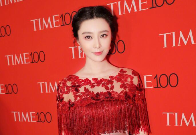 范冰冰一袭红裙优雅亮相TIME 100晚宴 展东方魅力