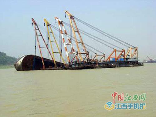 打捞 事件 千吨 一艘 市场 万元/核心提示:一艘千吨级的采砂沉船光打捞费就需要30多万元,而且...