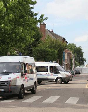 法国一教堂发生人质劫持3人死亡