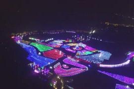 徐州潘安湖景区奇幻光雕展美轮美奂 吸引数万游人观灯赏景