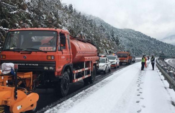 福建武夷山等地普降大雪 提醒:多条高速公路已交通管制